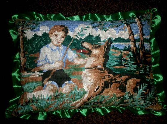 Подушка с вышивкой 2