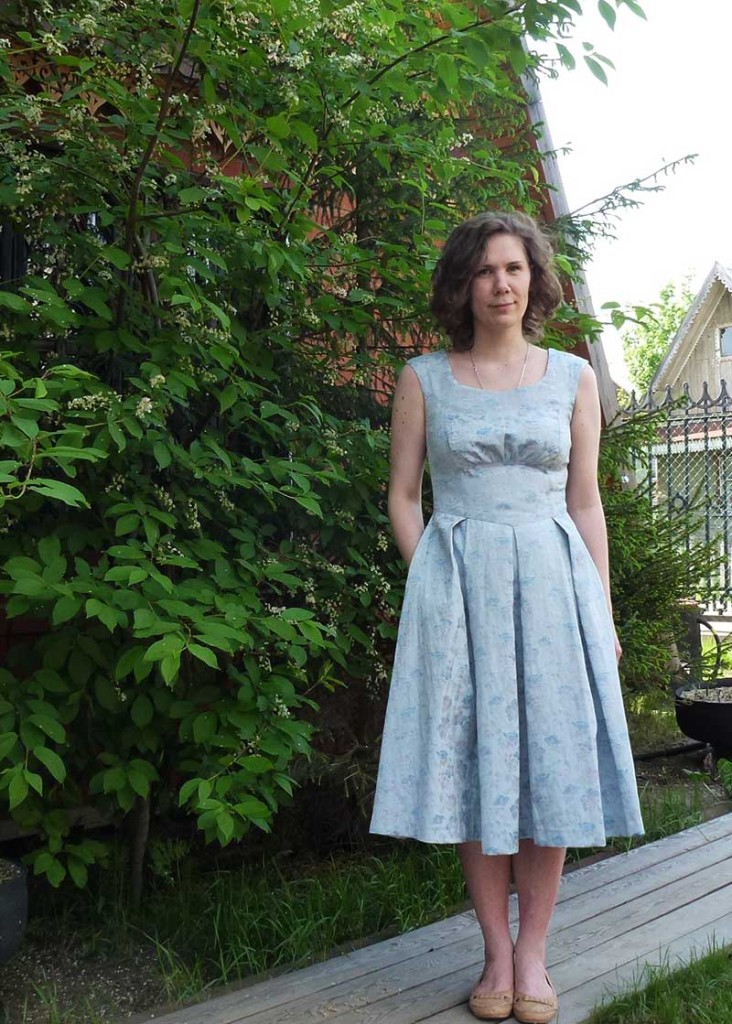 платье с кокеткой, отрезное по талии, юбка в складку