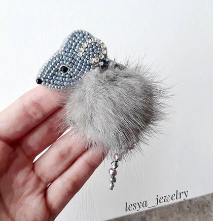 мышка пушистая брошь с мехом